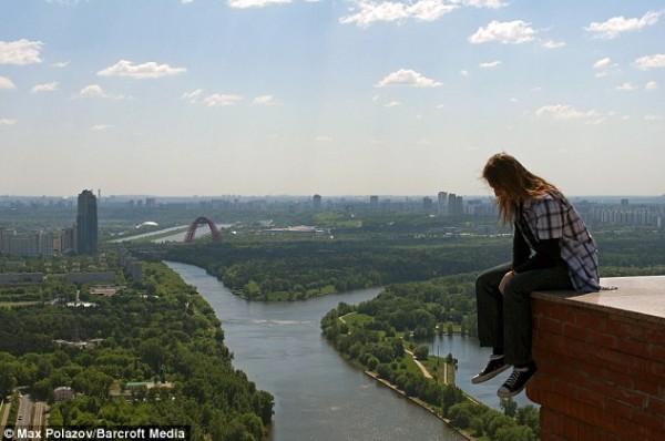 روسي يعشق التصوير المرتفعات
