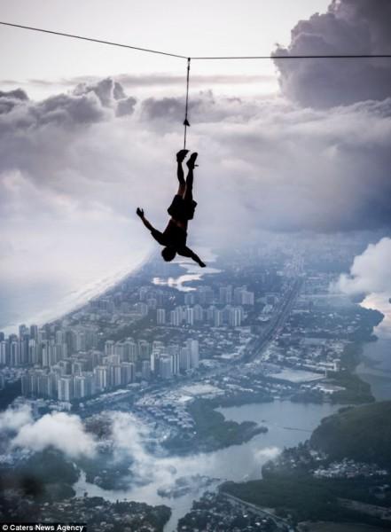 واحدة أخطر المخاطرات العالم ينفذها 3909904608.jpg