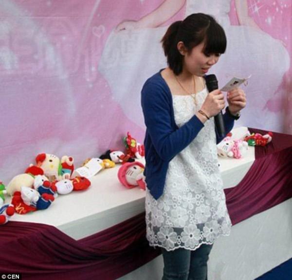 بالصور..صينية تقيم بروفة لجنازتها سيكون