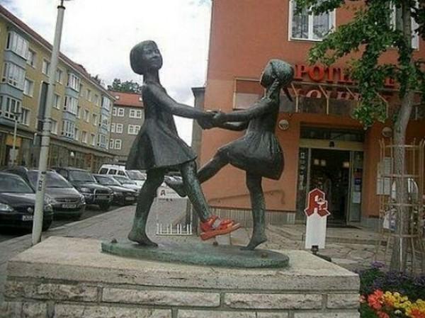 تماثيل غريبة وعجيبة ورائعة 3909917466.jpg