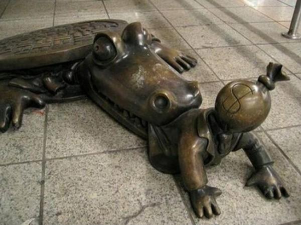 تماثيل غريبة وعجيبة ورائعة 3909917470.jpg