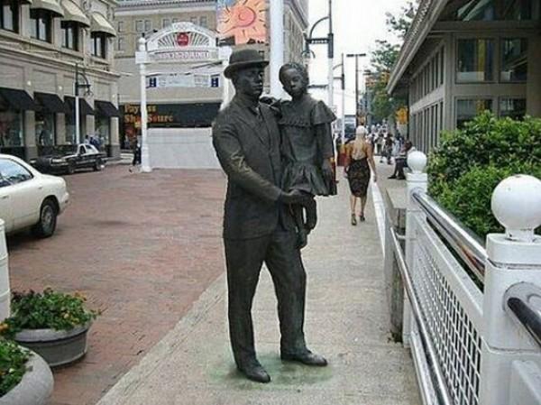 تماثيل غريبة وعجيبة ورائعة 3909917474.jpg