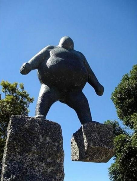 تماثيل غريبة وعجيبة ورائعة 3909917476.jpg