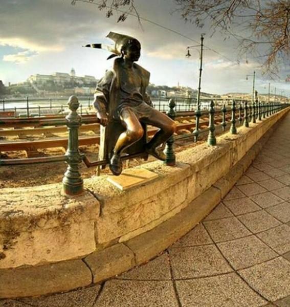 تماثيل غريبة وعجيبة ورائعة 3909917480.jpg