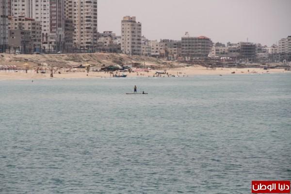 """شاهد بالصور .. بـ""""30 شيكل"""" : رحلة بحرية وسط بحر غزة .. المواطنون يهربون للبحر .. وأدوات الأمان والسلامة متوفرة 3909921008"""
