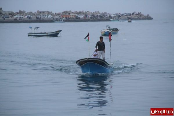 """شاهد بالصور .. بـ""""30 شيكل"""" : رحلة بحرية وسط بحر غزة .. المواطنون يهربون للبحر .. وأدوات الأمان والسلامة متوفرة 3909921012"""