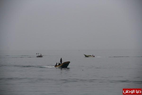 """شاهد بالصور .. بـ""""30 شيكل"""" : رحلة بحرية وسط بحر غزة .. المواطنون يهربون للبحر .. وأدوات الأمان والسلامة متوفرة 3909921013"""