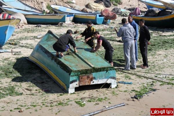 """شاهد بالصور .. بـ""""30 شيكل"""" : رحلة بحرية وسط بحر غزة .. المواطنون يهربون للبحر .. وأدوات الأمان والسلامة متوفرة 3909921014"""
