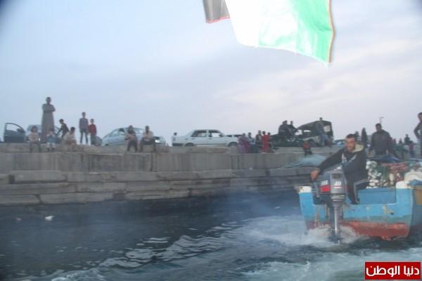 """شاهد بالصور .. بـ""""30 شيكل"""" : رحلة بحرية وسط بحر غزة .. المواطنون يهربون للبحر .. وأدوات الأمان والسلامة متوفرة 3909921015"""