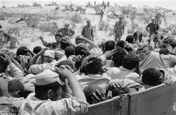 نادرة لهزيمة الجيش المصري ونكسة67 3909925330.jpg