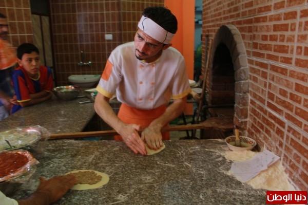 بغزة:لاجئون سوريون يفتحون مطاعم للماكولات 3909939635.jpg