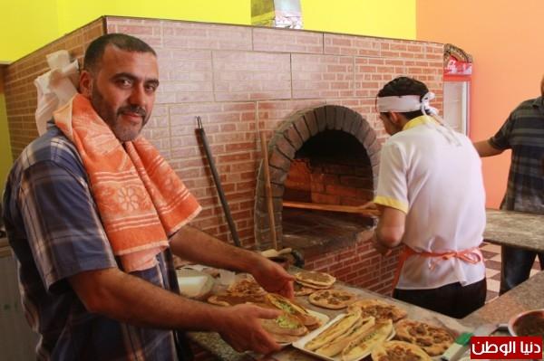 بغزة:لاجئون سوريون يفتحون مطاعم للماكولات 3909939636.jpg