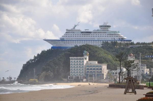 بالصور: فندق سفينة