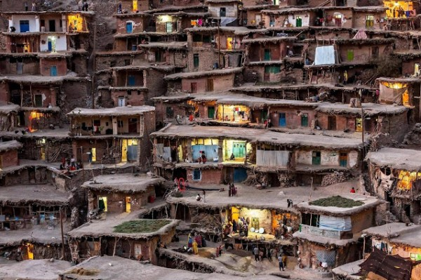قرية شوارعها سطوح المباني