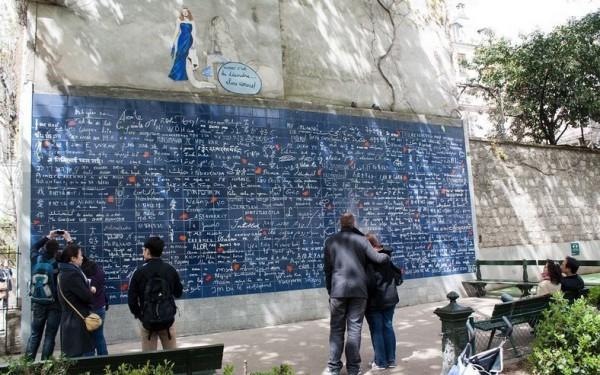 حائط الحب كُتبت عليه كلمة 3910001358.jpg