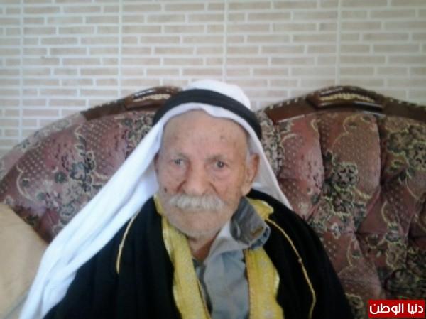 عمره حفيد وعاصر حكومات فلسطين 3910002717.jpg
