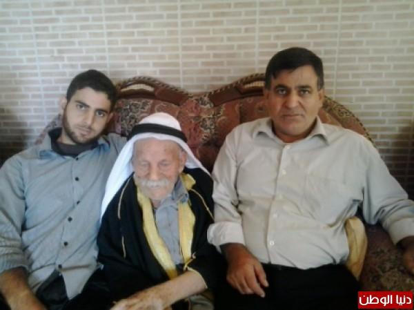 عمره حفيد وعاصر حكومات فلسطين 3910002718.jpg