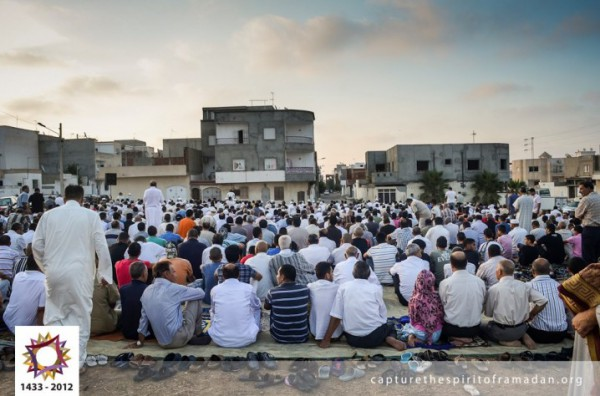 فرحة المسلمين بالعيد بجيمع أنحاء 3910009722.jpg