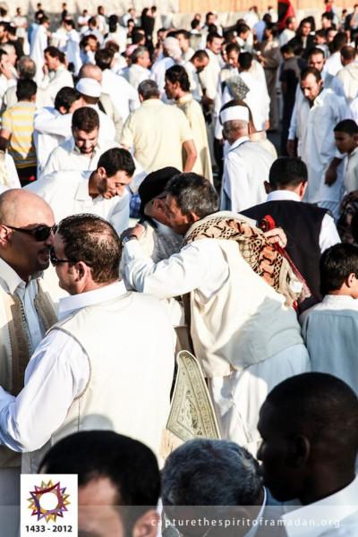 فرحة المسلمين بالعيد بجيمع أنحاء 3910009724.jpg