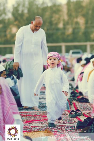 فرحة المسلمين بالعيد بجيمع أنحاء 3910009727.jpg