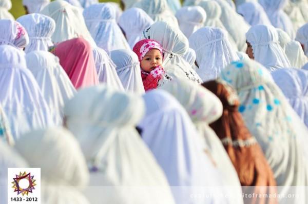 فرحة المسلمين بالعيد بجيمع أنحاء 3910009729.jpg
