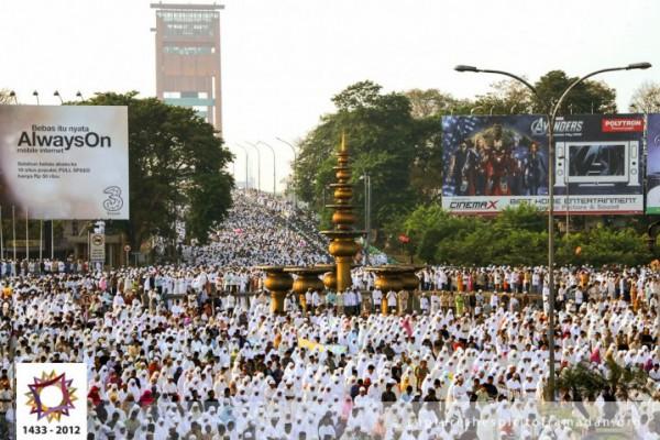 فرحة المسلمين بالعيد بجيمع أنحاء 3910009730.jpg