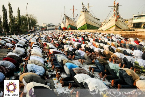 شاهد بالصور فرحة المسلمين بالعيد في