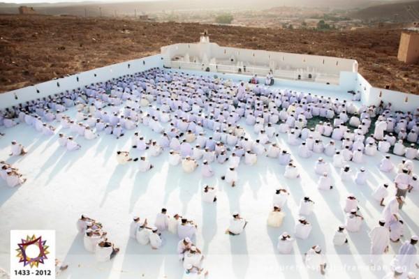 فرحة المسلمين بالعيد بجيمع أنحاء 3910009734.jpg