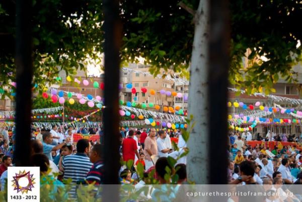 فرحة المسلمين بالعيد بجيمع أنحاء 3910009735.jpg