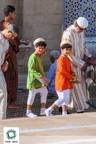 فرحة المسلمين بالعيد بجيمع أنحاء 3910009736.jpg