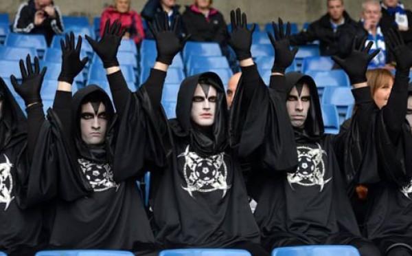 الرجال الغامضون اصحاب السترة السوداء والوجوه البيضاء المثلث 3910017470.jpg