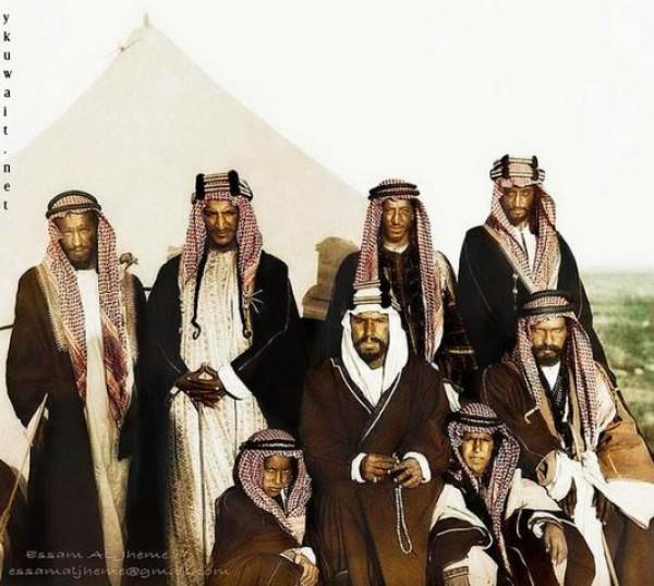 3910018861 صور نادرة للملك عبد العزيز بن عبد الرحمن بن فيصل ال سعود وابناءه