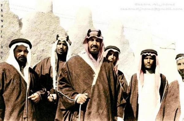 3910018862 صور نادرة للملك عبد العزيز بن عبد الرحمن بن فيصل ال سعود وابناءه
