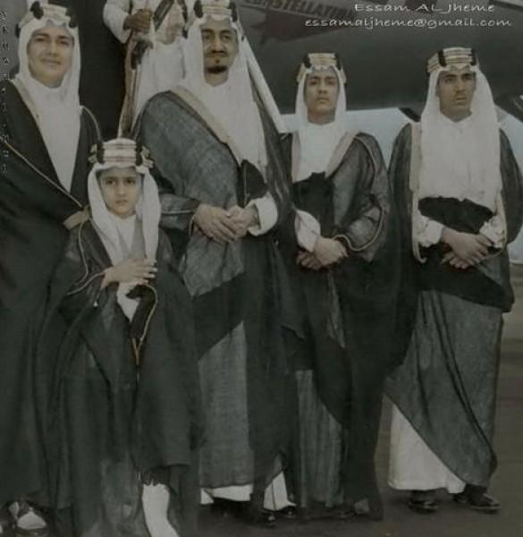 3910018878 صور نادرة للملك عبد العزيز بن عبد الرحمن بن فيصل ال سعود وابناءه