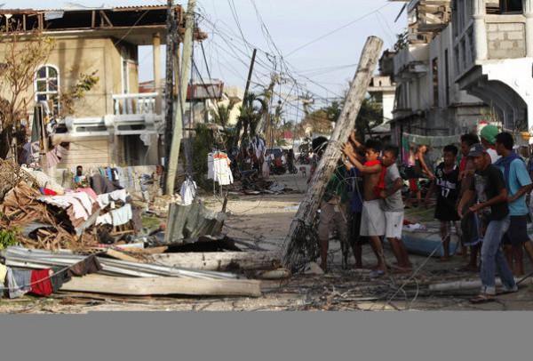 """بالصور جولة ميدانية اعصار """"هايان"""" الفلبين 2014 3910026760.jpg"""