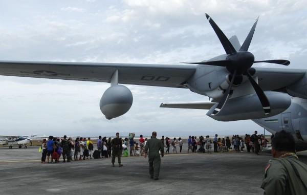 """بالصور جولة ميدانية اعصار """"هايان"""" الفلبين 2014 3910026762.jpg"""