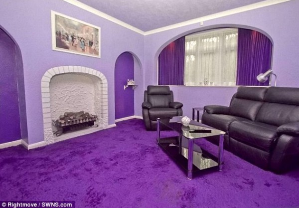 amusing white living room design | خارجه لا يوحي بما في الداخل .. شاهدي المنزل الذي صدم ...