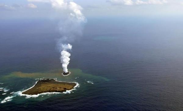 نادرة للحظة صعود جزيرة الماء