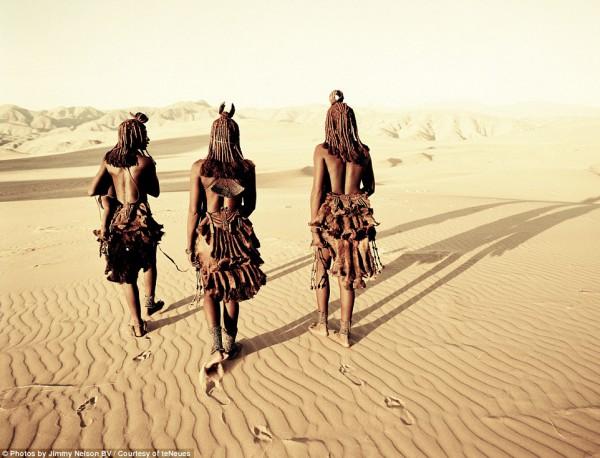 مُصور يرصد قبائل الانقراض.. 3910093390.jpg