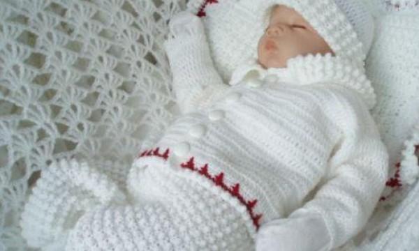 Пинетки для новорожденных вязаные чулочными спицами. Возраст: 0 (3) месяцев. Длина стопы: 8 (9,5) см