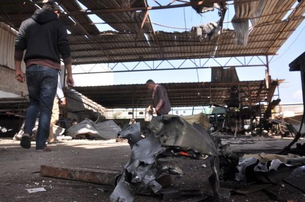 بالصور: خسائر كبيره آثار الغارات 3910134218.jpg