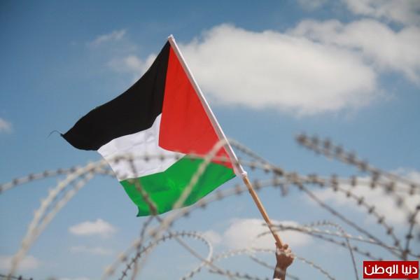 اعتقال ناشطين وإصابة مواطن والعشرات بحالة الاختناق في مسيرة بلعين الأسبوعية 3910221267