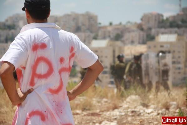 اعتقال ناشطين وإصابة مواطن والعشرات بحالة الاختناق في مسيرة بلعين الأسبوعية 3910221270