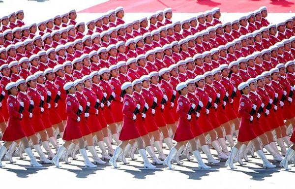 الاحمر الصيني في استعراض عسكري رائع