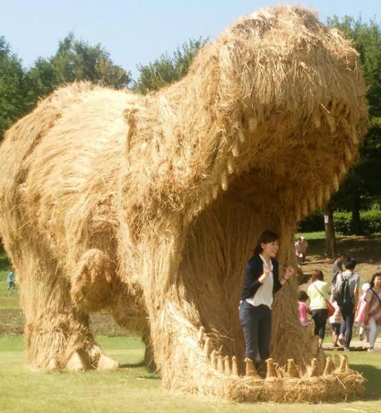 تماثيل عملاقة الأرز