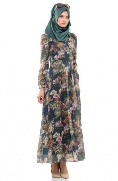 bfadd3aa1a5db أما في ما يخصّ ربطة الحجاب، فابتعدي عن الربطات المعقدة والمبهرجة كي لا  تتحوّل الإطلالة إلى إطلالة كارثية .