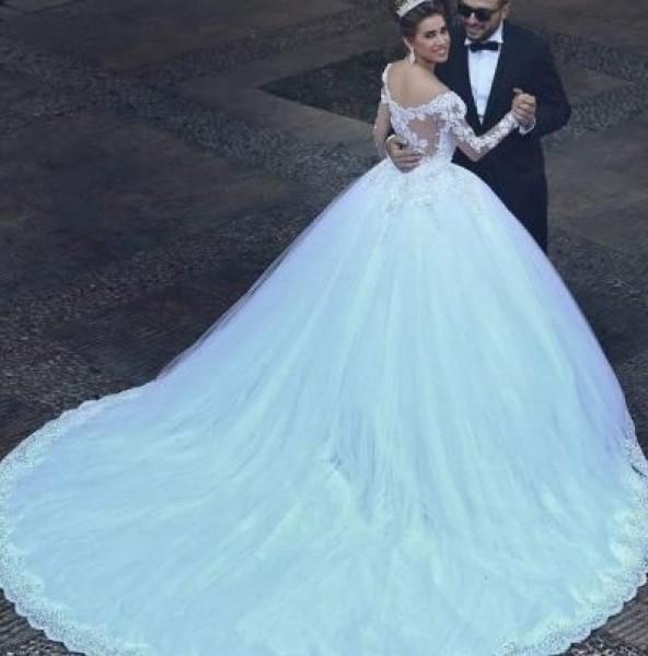 11c180acccbb3 أجمل 10 فساتين زفاف على انستقرام