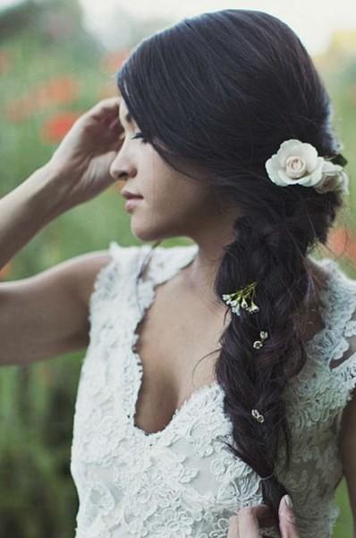 الجدائل والزهور لتسريحات عروس موسم