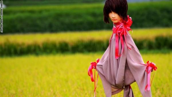 يستخدمه المزارعون اليابان لإخافة الطيور 3910471983.jpg