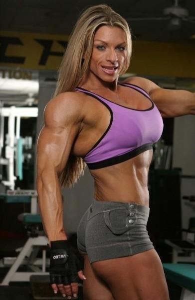 أضخم لاعبة مصارعة نسائية، تتميز بأنها بطلة كمال أجسام ...
